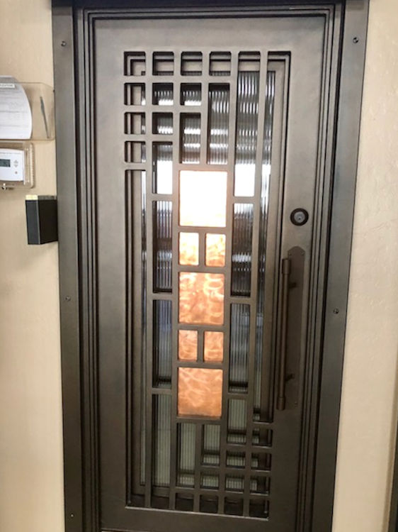 leemichaelhomes-new-home-iron-front-door